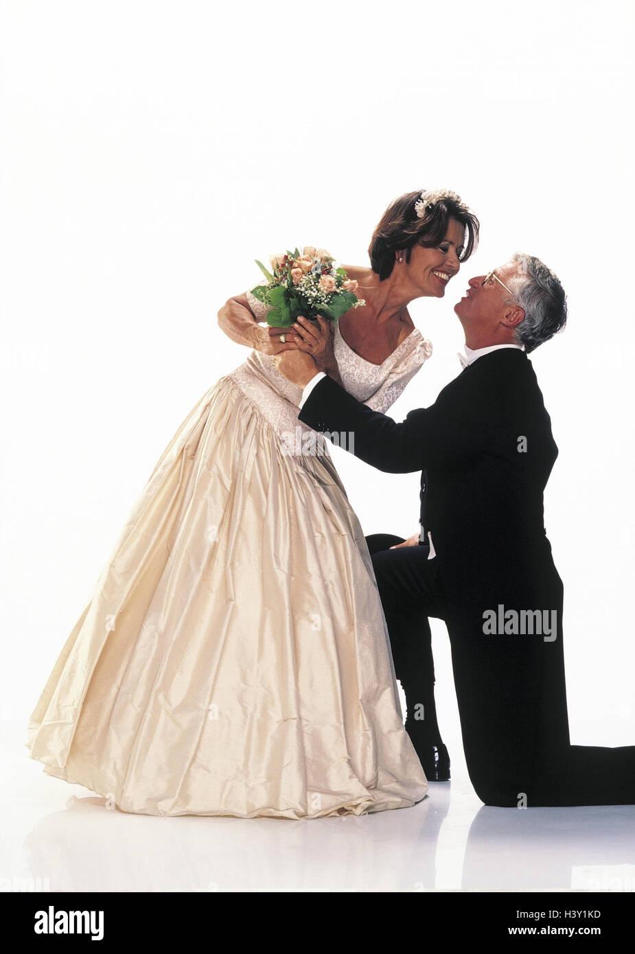 Hochzeit, Braut und Bräutigam, Bräutigam, Knie, hand Bouquet, küssen ...