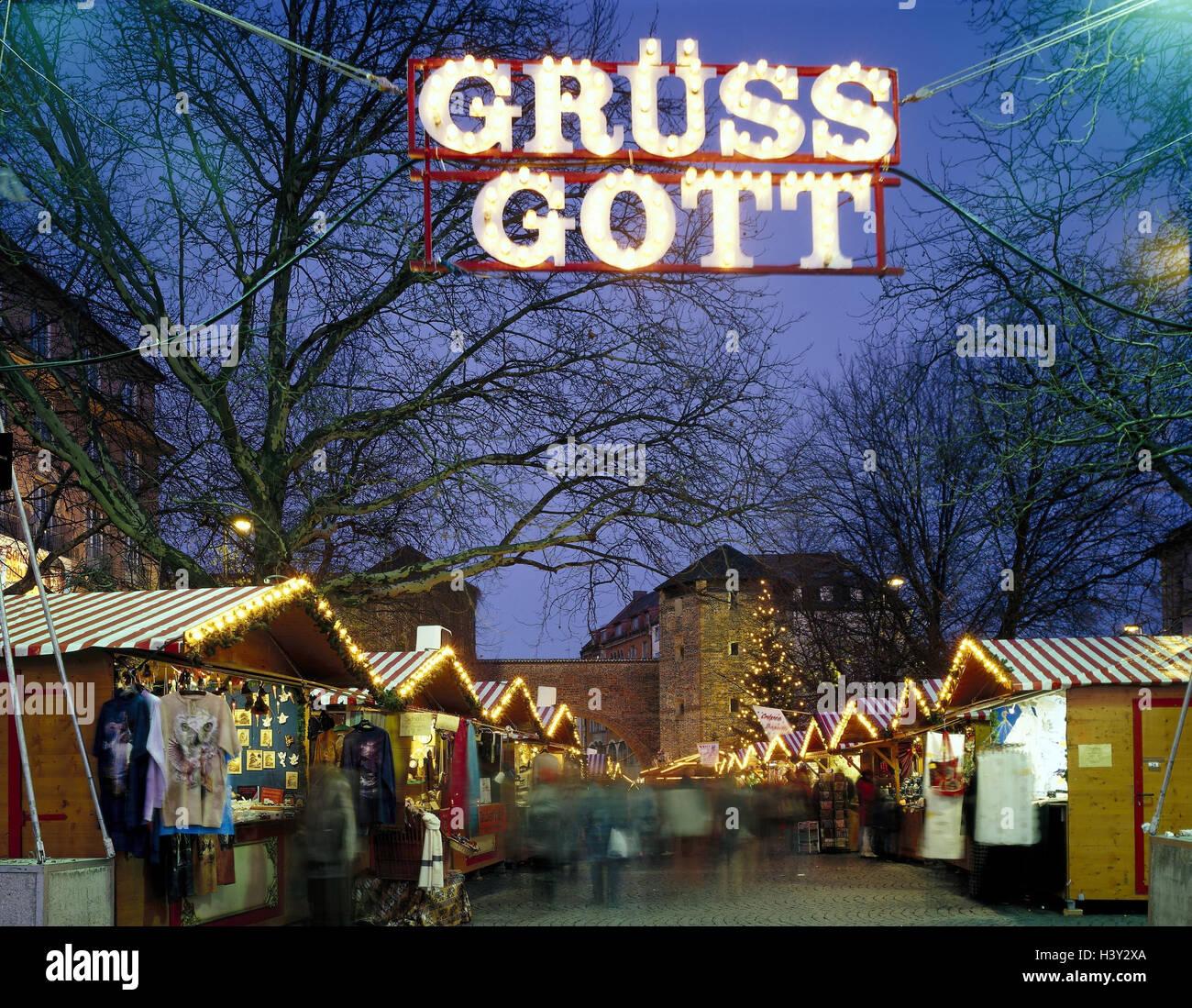 Weihnachtsbeleuchtung München.Deutschland Bayern München Sendlinger Tor Weihnachtsmarkt Abend