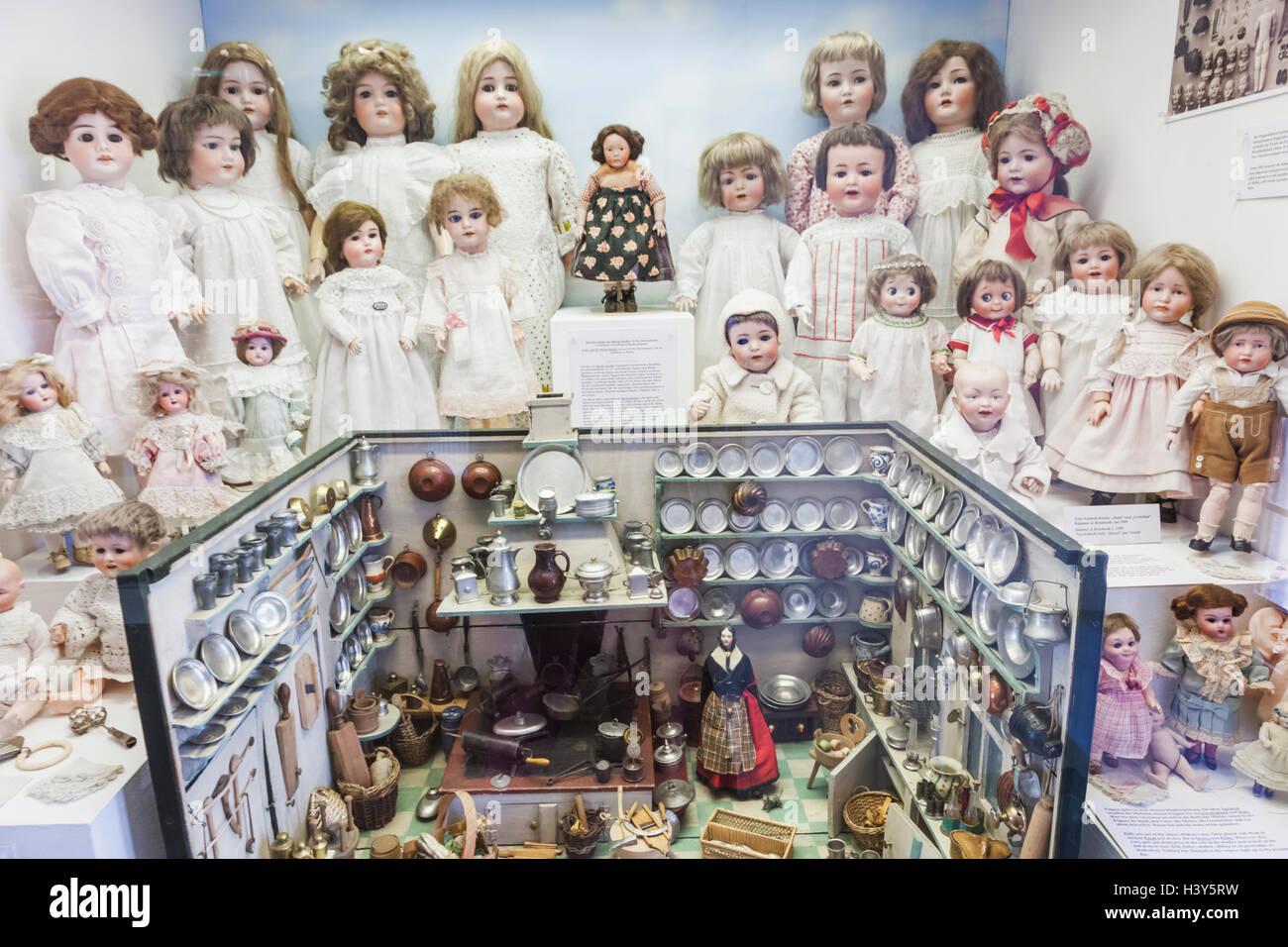 Deutschland Bayern Munchen Marienplatz Altes Rathaus Spielzeug Und Teddy Museum Spielzeugmuseum Ausstellen Der Weinlese Puppen Und D Stockfotografie Alamy