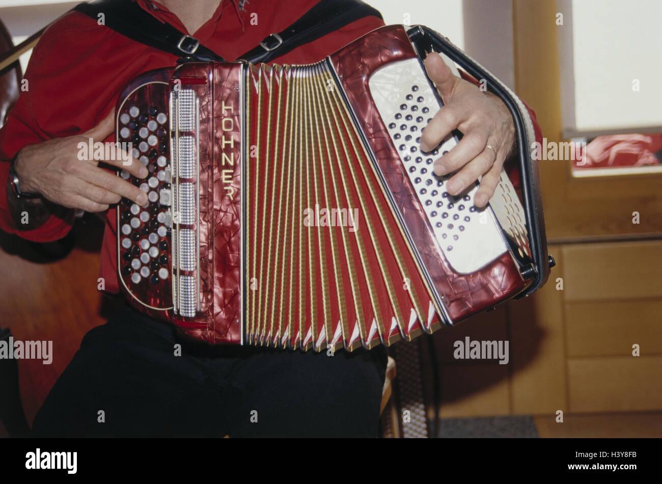 Mann, Detail, Konzertina spielen, Konzertina Spieler, Knopfakkordeon, diatonisch, diatonisch, Musiker, Musiker, Stockbild