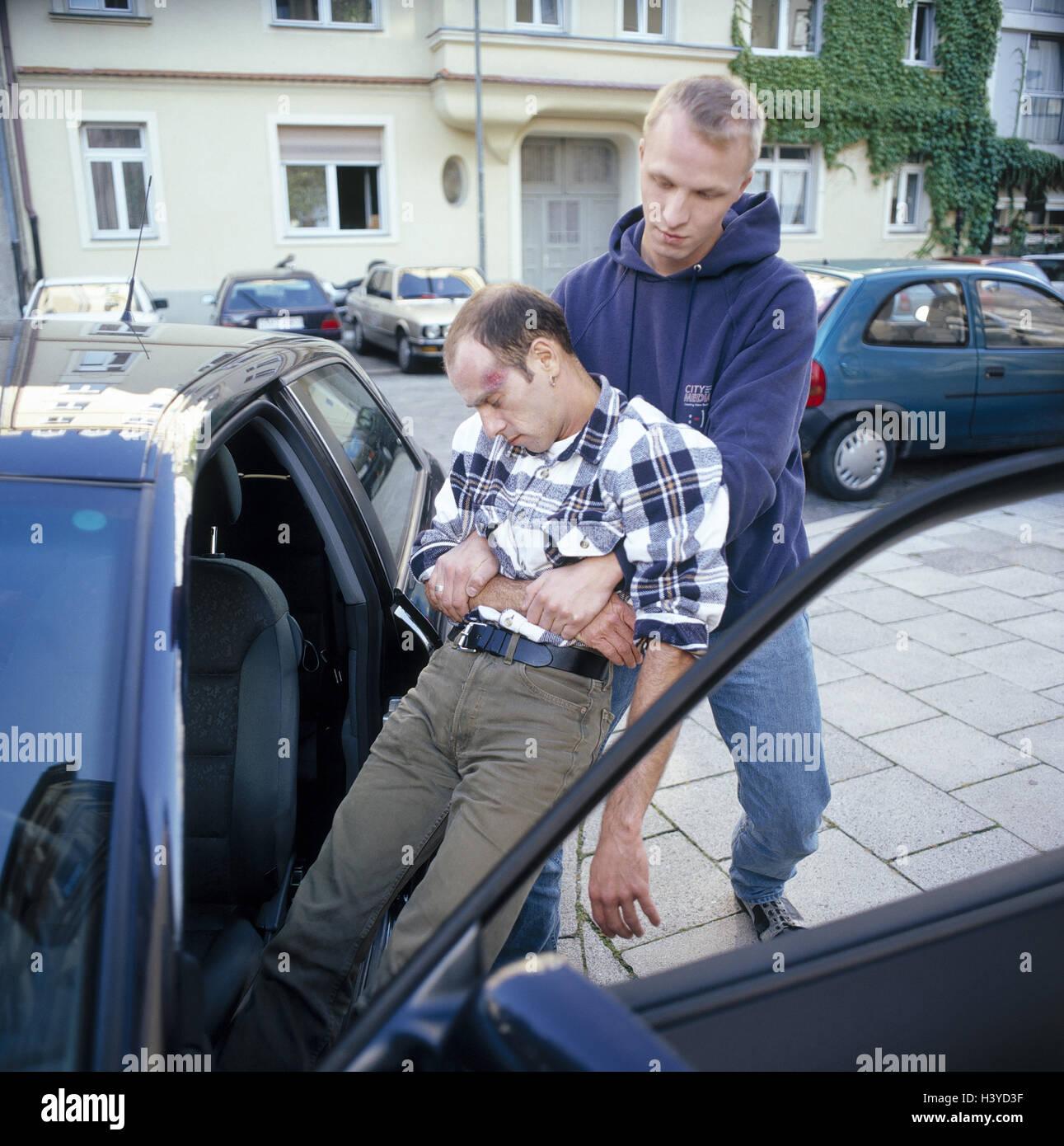 Autounfall, erster Assistent, Unfallopfer, unbewusst, Fahrzeug ...