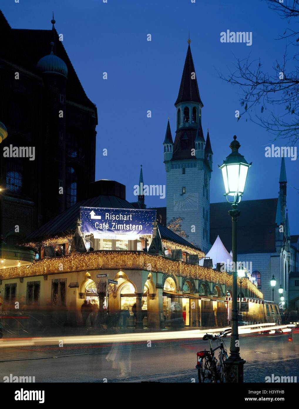 Weihnachtsbeleuchtung Für Draußen.Deutschland Oberbayern München Viktualienmarkt Rischart Café