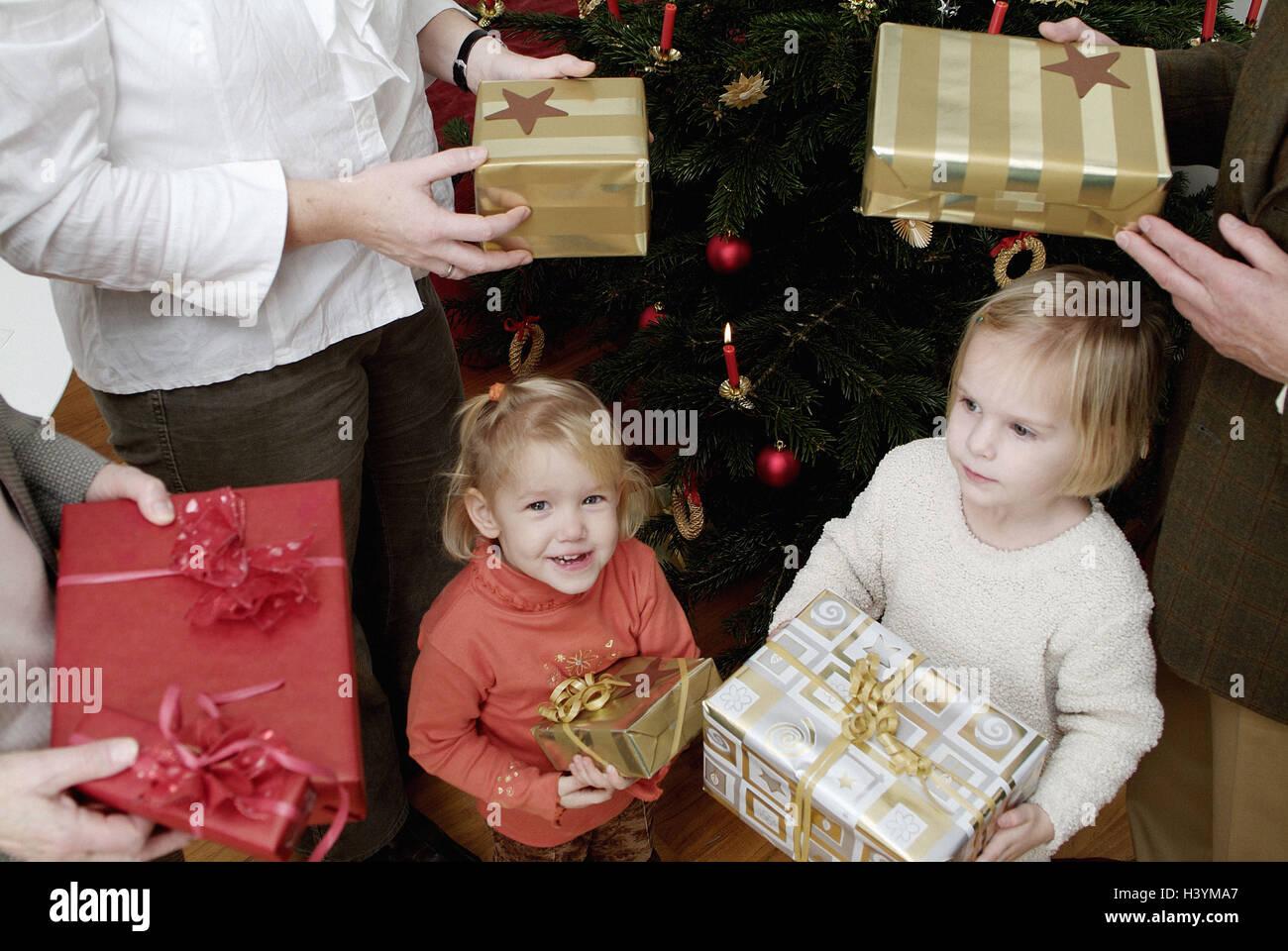 Weihnachtsbaum Familie Geschenke Halten Detail Eltern
