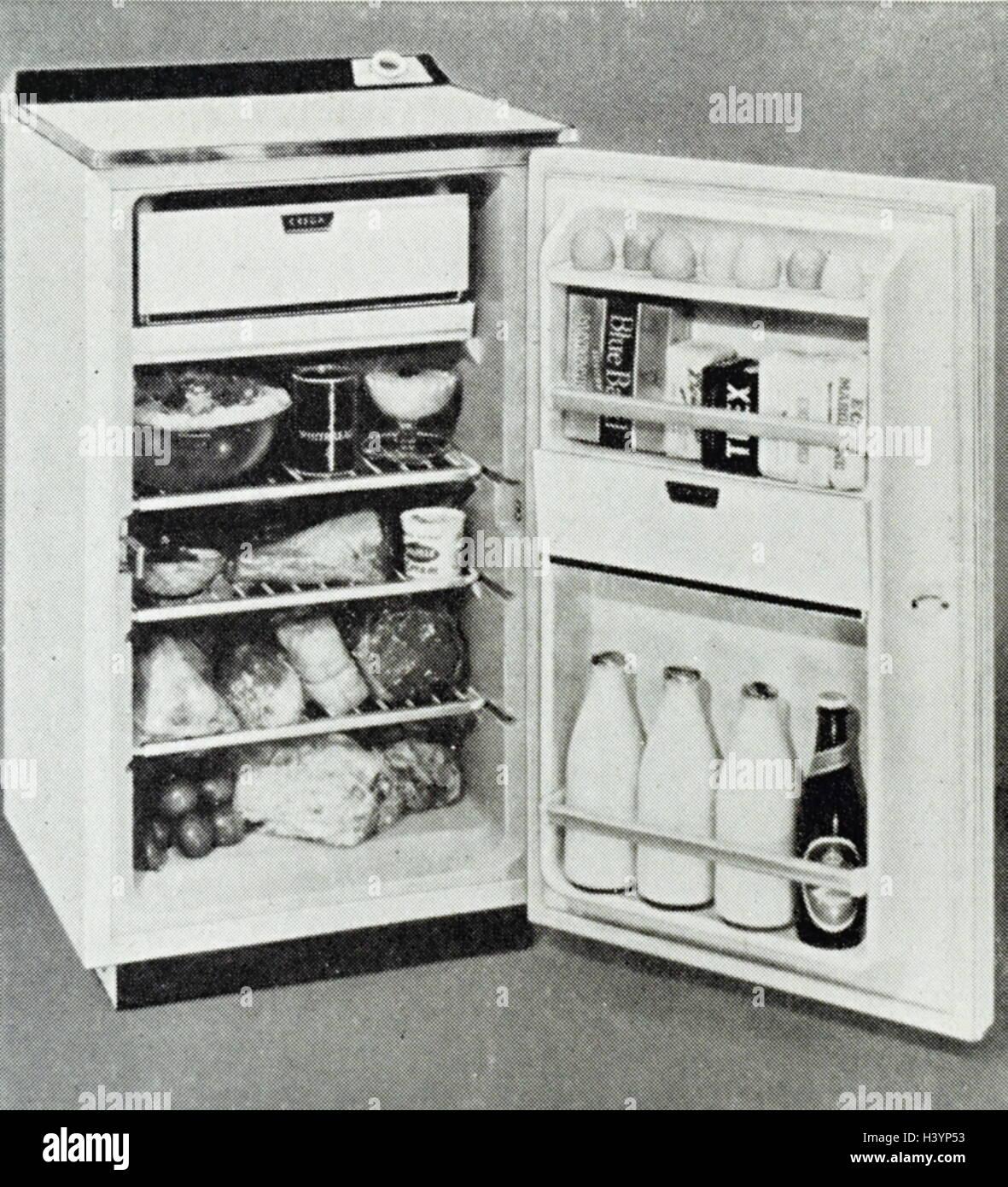 ein typischer voller breite der 1960er jahre k hlschrank vom 20 jahrhundert stockfoto bild. Black Bedroom Furniture Sets. Home Design Ideas