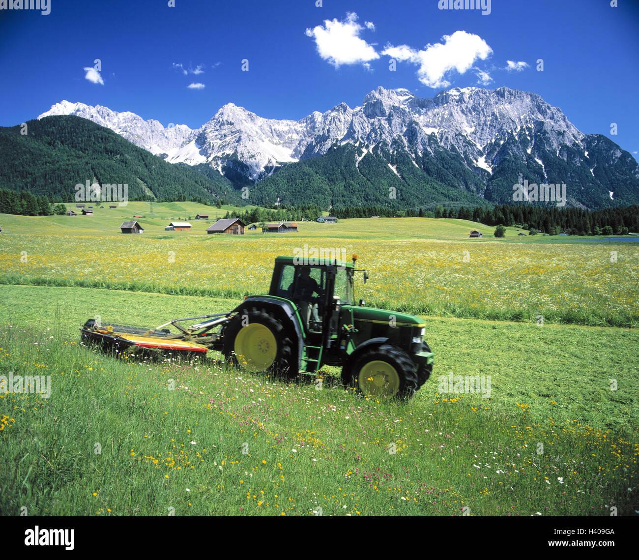 deutschland oberbayern werdenfelser karwendelgebirges wiese traktor arbeiten in den. Black Bedroom Furniture Sets. Home Design Ideas