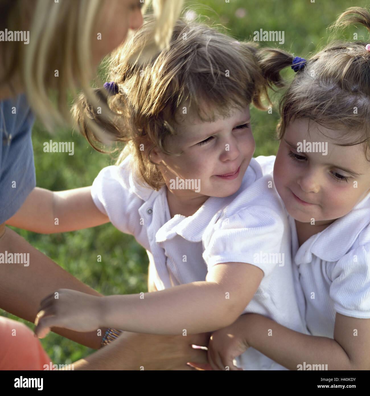 gelangweilte Mütter auf der Suche nach Freunden