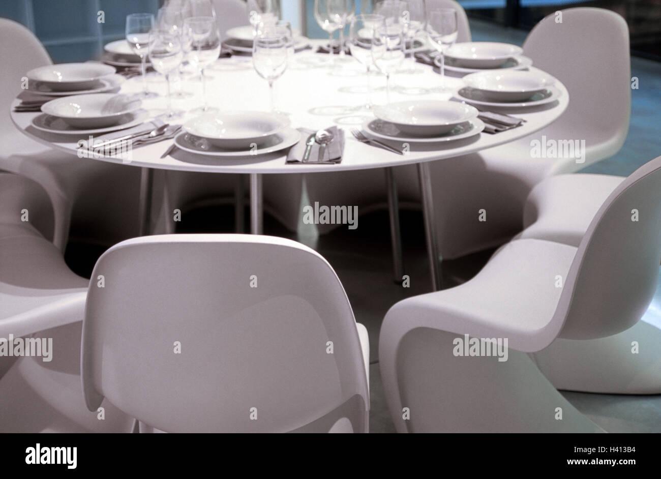 Esszimmer Tisch, überdachte, Kunststoff Stühle, Weiß, Esszimmer, Tisch, Um  überdachte, Decke, Essen Geschirr, Teller, Platte, Instrumente, Besteck,  Gläser, ...