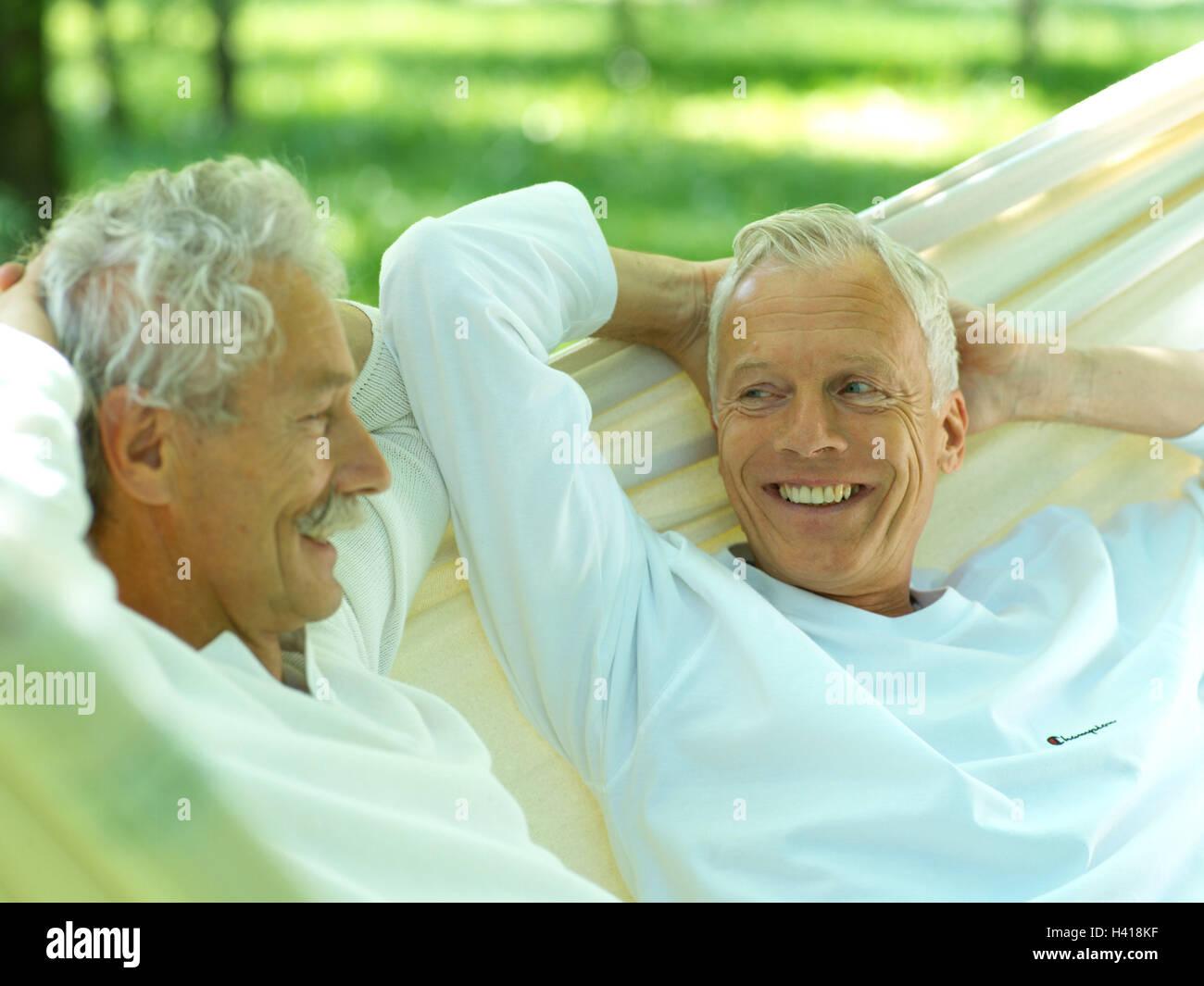 Garten Hängematte Senioren Männer Zwei Nehmen Sie Es Einfach