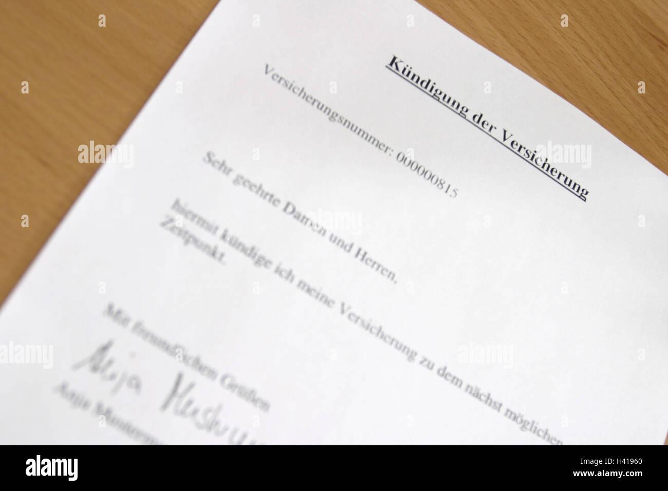 Dokument Kündigung Versicherung Schreibtisch Detail Anschreiben