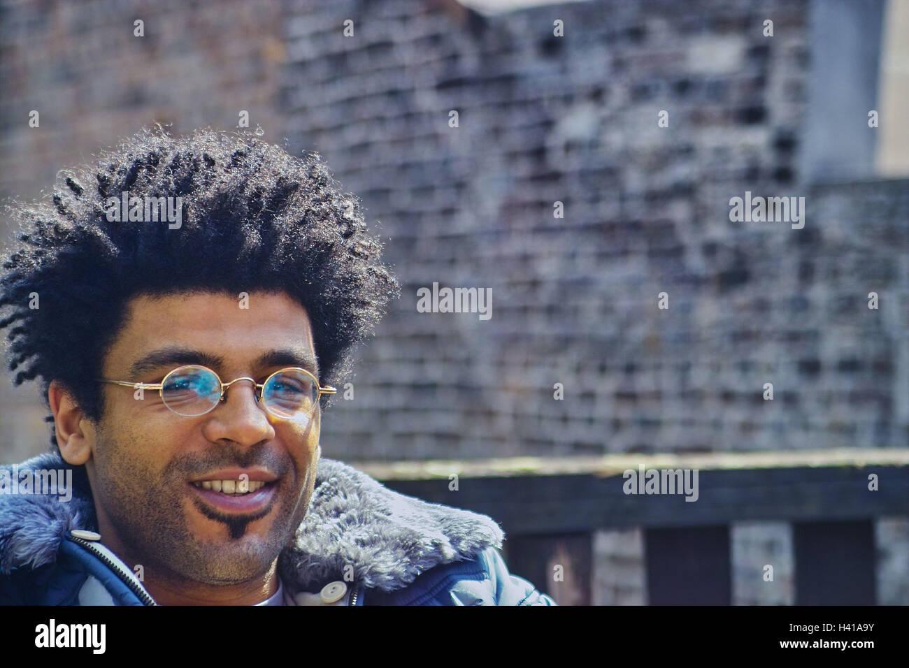 Mann Junge Dunkelhäutige Brille Lächeln Porträt Porträt Eines