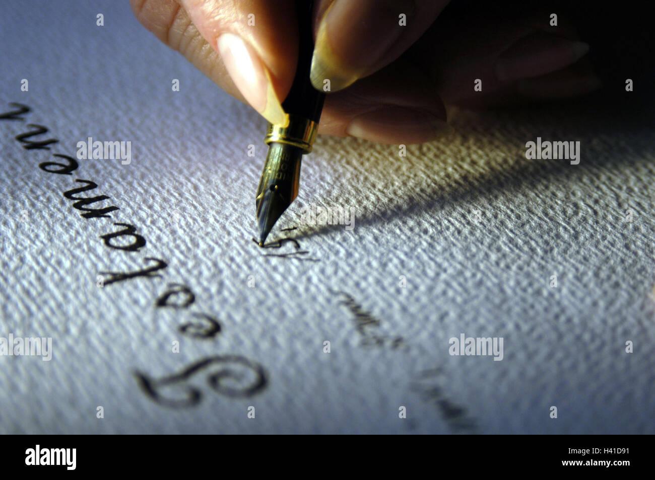 Senior Detail Hand Füllfederhalter Schreiben Wird Frau Alte