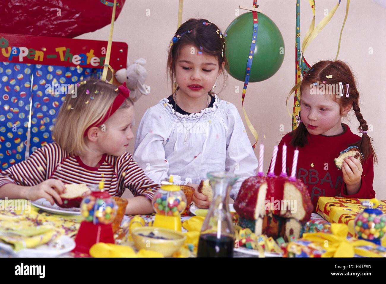 kindergeburtstag m dchen essen kuchen geburtstag feier geburtstagsfeier geburtstag fest. Black Bedroom Furniture Sets. Home Design Ideas