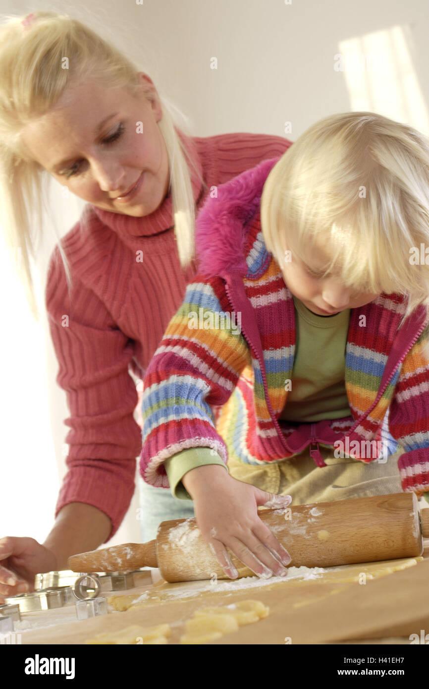 Weihnachten, Mutter, Tochter, Ort Teig Rollen zum Stillstand, detail ...