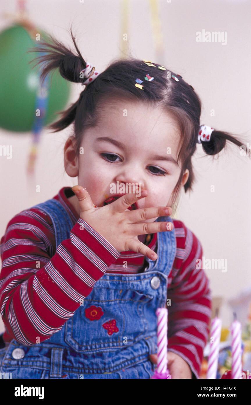 Kindergeburtstag Madchen Portrat Geburtstagstorte Essen