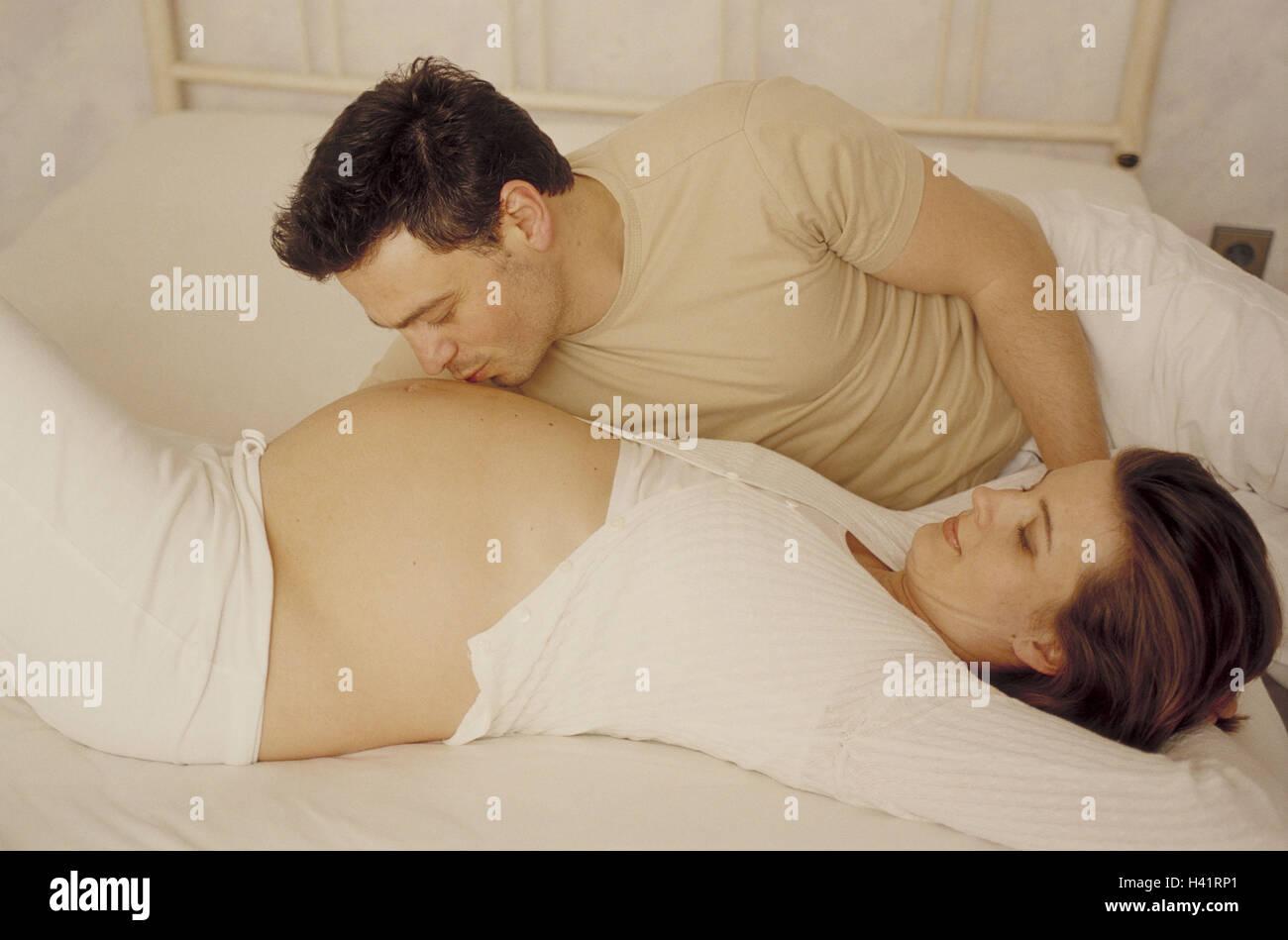 babybauch küssen schattenbild