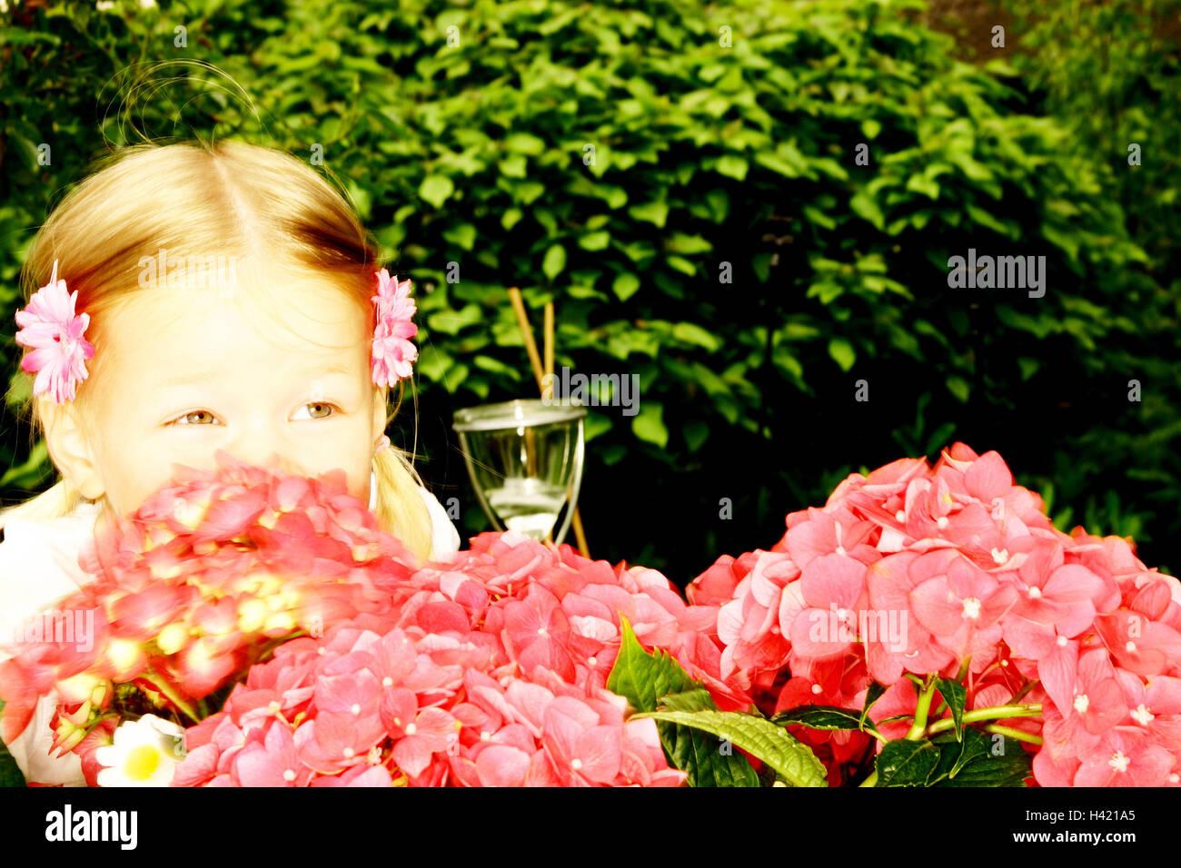 Garten Madchen Lacheln Geniessen Sie Haare Bluten Hortensie