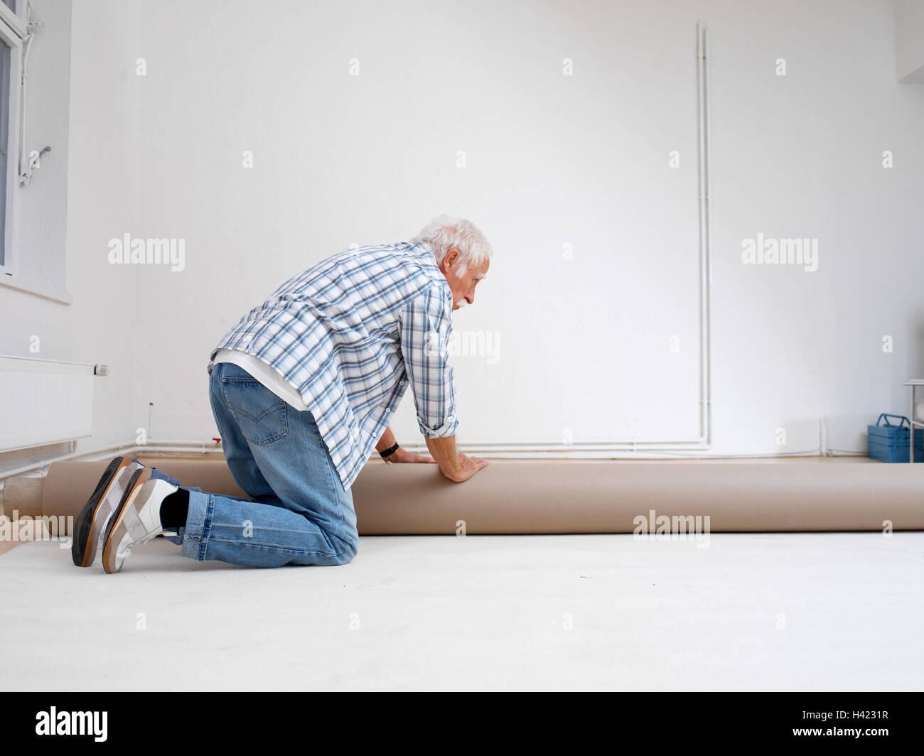 Wohnung, Renovierung Werke, Senior, Teppich, Lag, 60 70 Jahre, Mann,  Senior, Rentner, Aktiv, Fit, Agil, Alte Person, Rentenalter, Best Age,  Teppichboden, ...