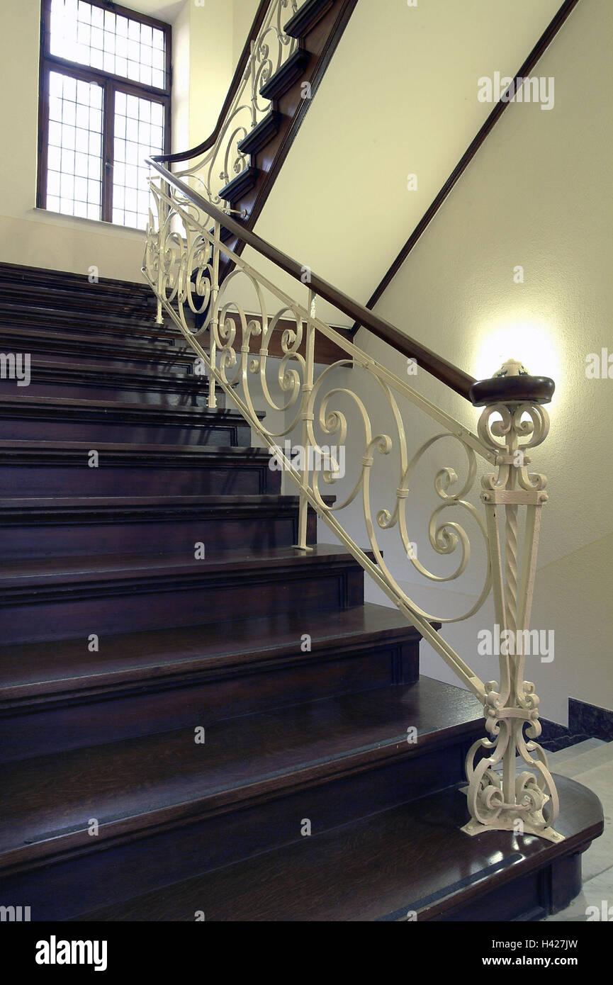 treppenhaus h lzerne treppe gel nder dekorieren fenster treppe treppen innen innere. Black Bedroom Furniture Sets. Home Design Ideas