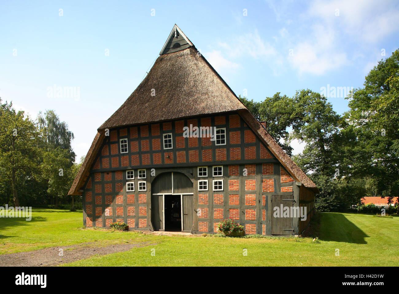 deutschland niedersachsen d tlingen bauernhof haus fachwerk strohgedeckten dach wiese. Black Bedroom Furniture Sets. Home Design Ideas