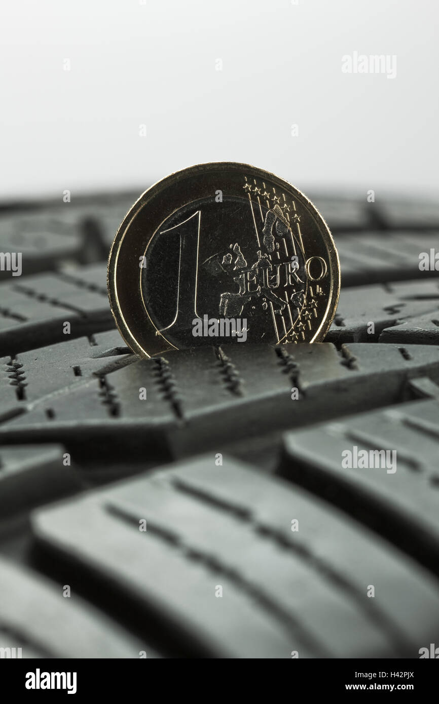 Kontrollen Treten Tiefe Euro Münze Auto Reifen Stockfoto Bild