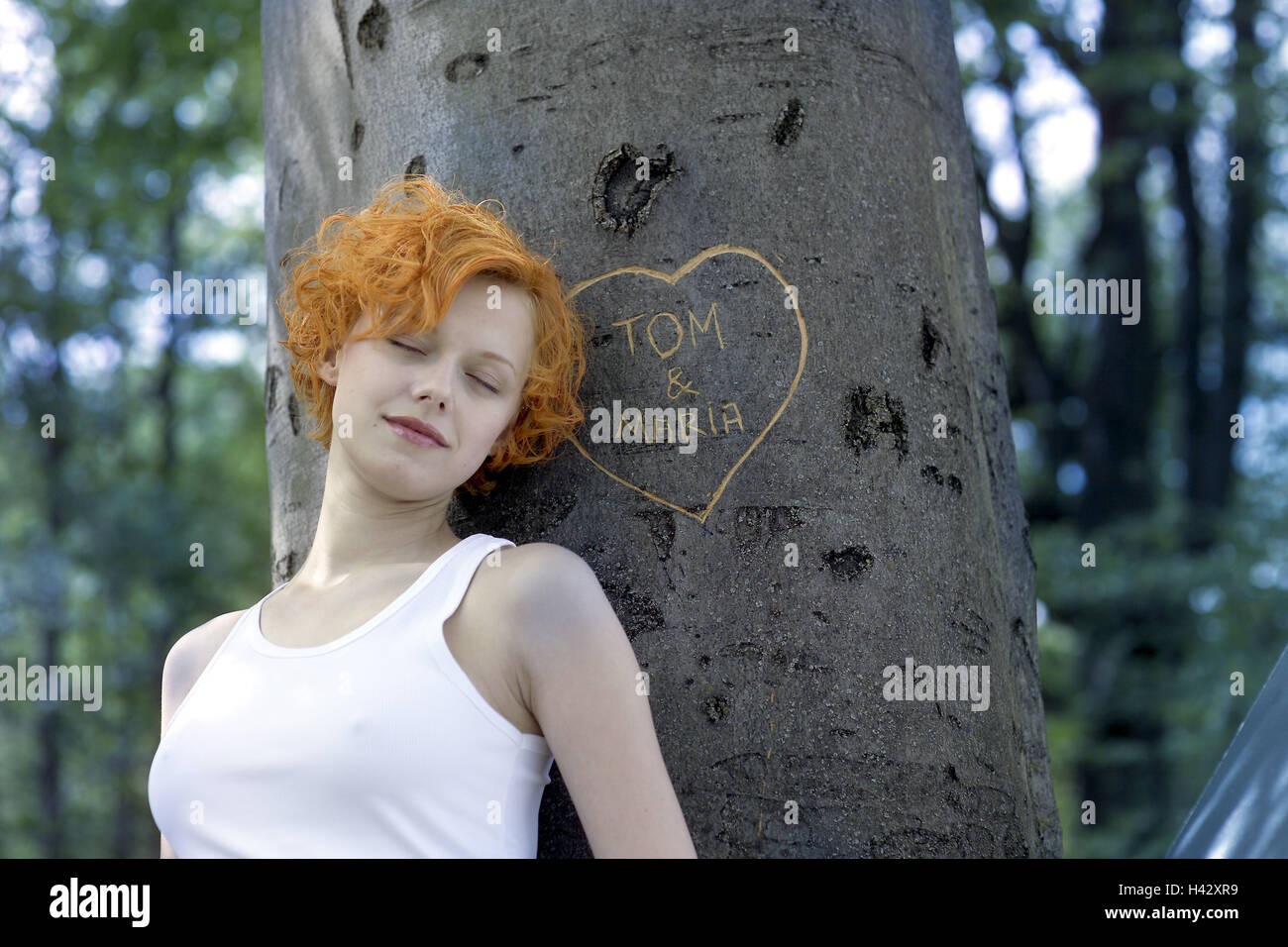 Holz Baum Name Herz Geschnitzt Frau Augen Geschlossen