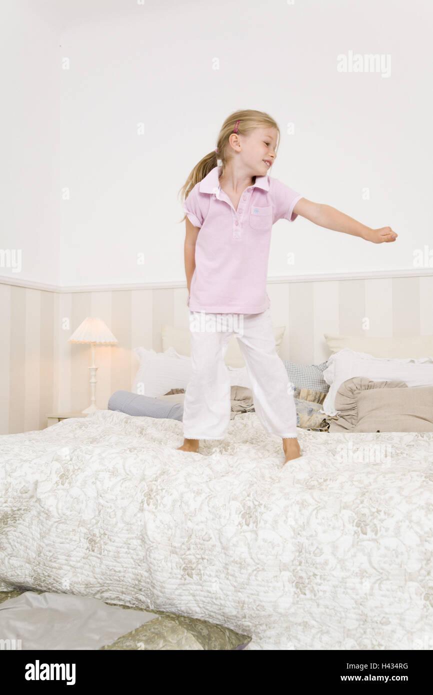 Schlafzimmer, Bett, Kind, Mädchen, fröhlich, ausgelassen, tummelt ...