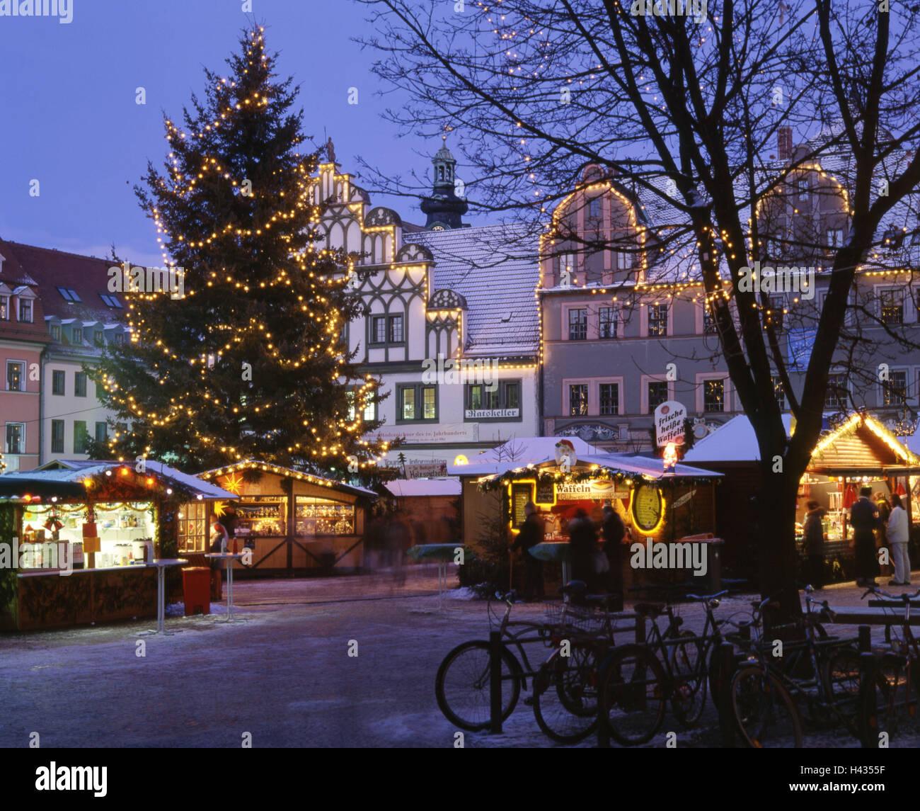 Weihnachtsmarkt übersicht.Deutschland Thüringen Weimar Weihnachtsmarkt Stimmung Voll