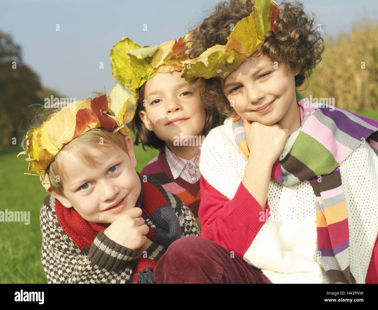 Kinder, Mädchen, junge, Blatt Felgen, glücklich, Gruppenbild, Herbst ...