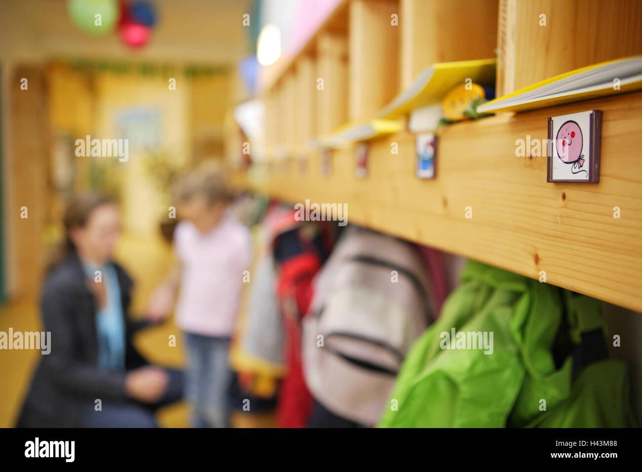 Kindergarten, Garderobe, Mutter, Tochter, Unschärfe, Person, Frau ...