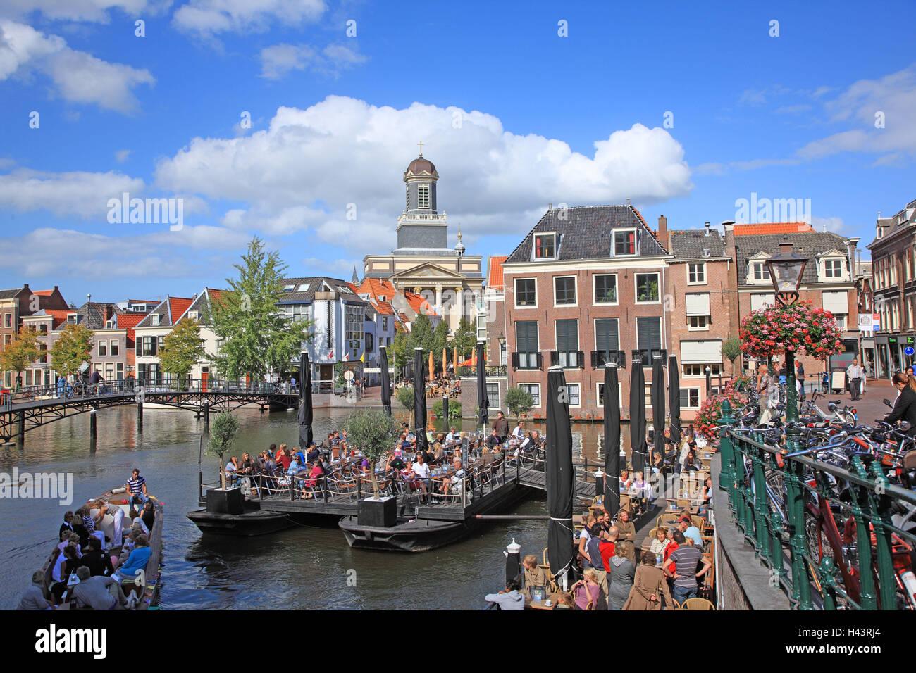 Den Niederlanden, Beschwerden, Blick auf die Stadt, Hafen, Touristen, Stockbild