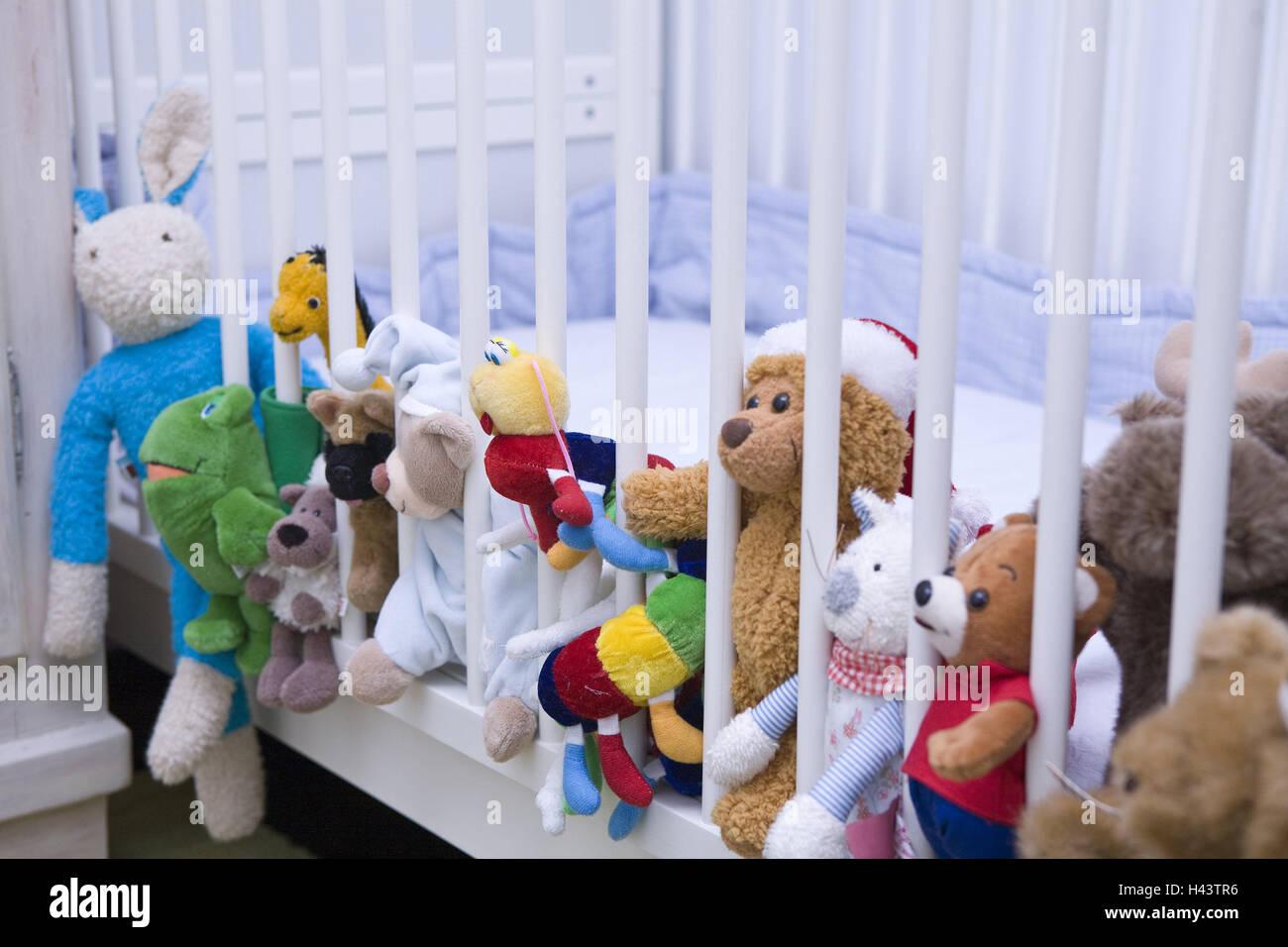 Kinderbett stofftiere kinderzimmer detail