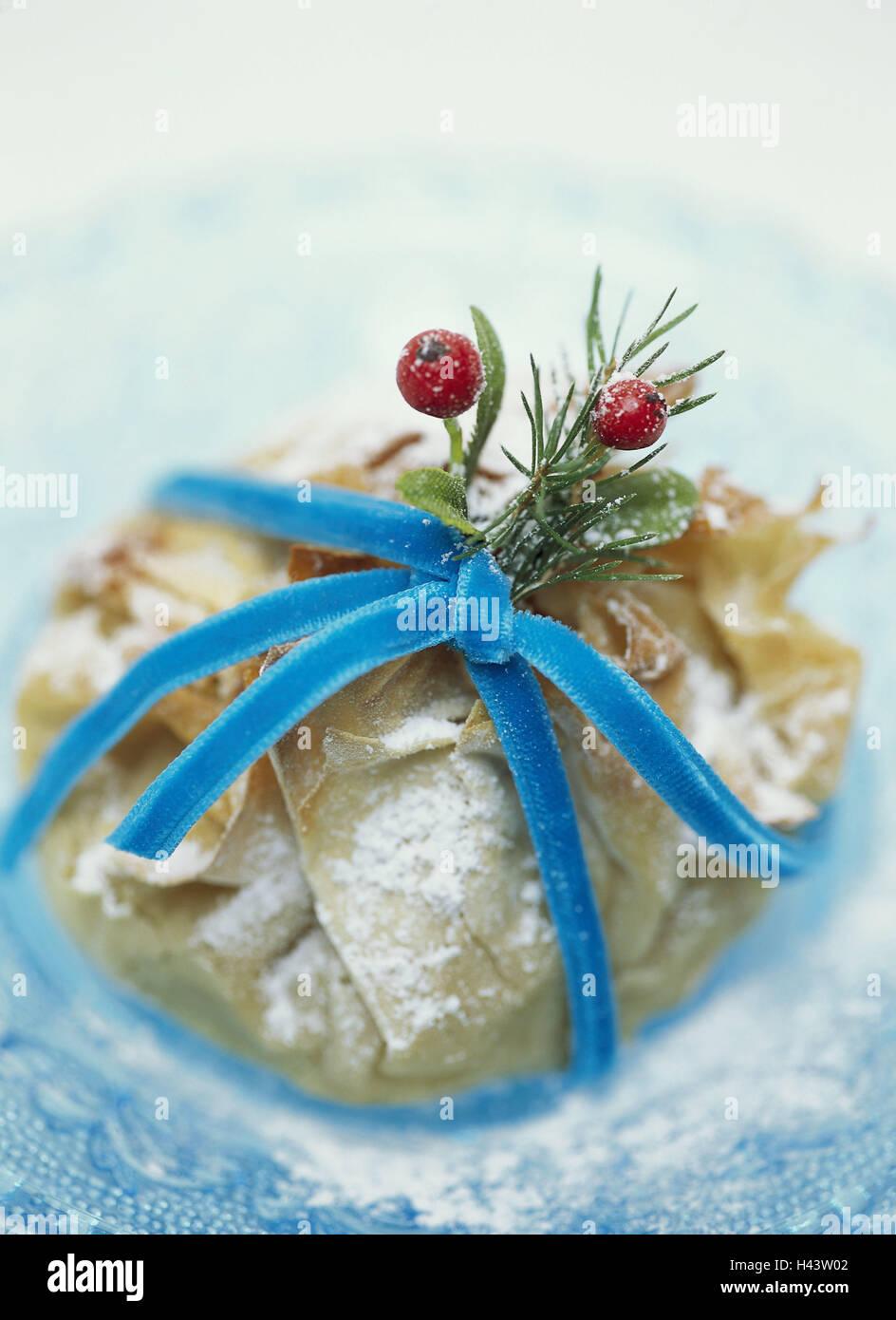 Weihnachten Dessert Blatterteig Glas Teller Blau Nahaufnahme