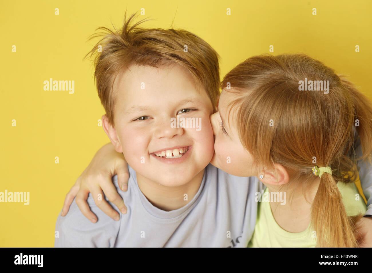 Cheek Kiss Friends Stockfotos und -bilder Kaufen - Alamy