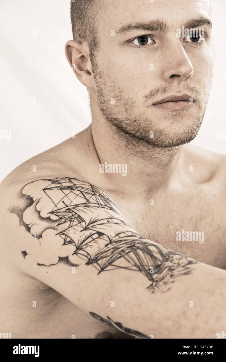 Mann oberarm tattoo Tattoo Oberarm