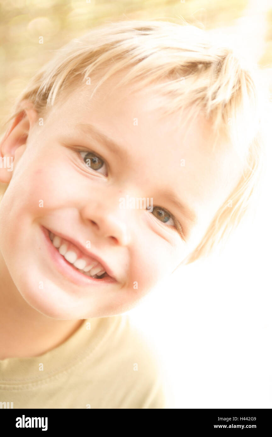 Junge, blonde, Lächeln, Strahlen Fachkamera, Porträt, Kind, Sommer, Sonne, sonnig, fröhlich, Kindheit, Stockbild