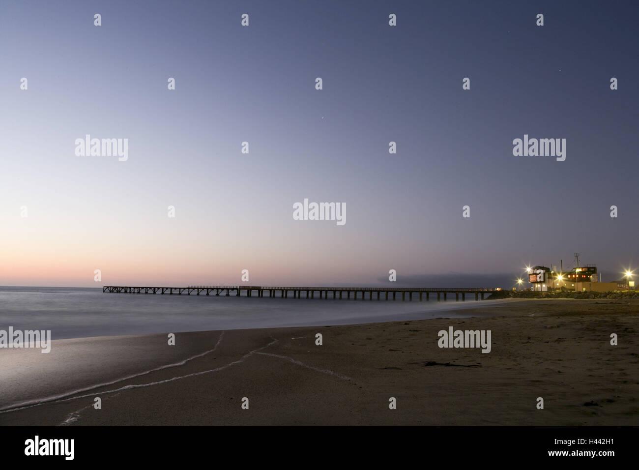 Namibia, Swakopmund, Bucht, Pier, Beleuchtung, Abend, Stockbild
