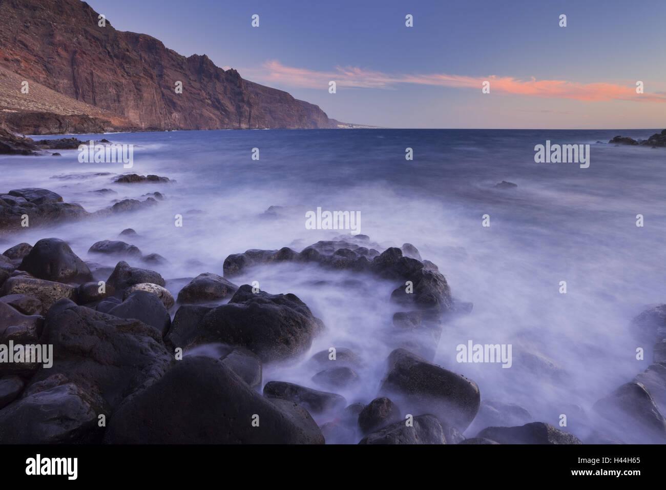 Spanien, Kanarische Inseln, Teneriffa, Punta Tu Teno, Batch Gigantes, Surfen, Stockbild