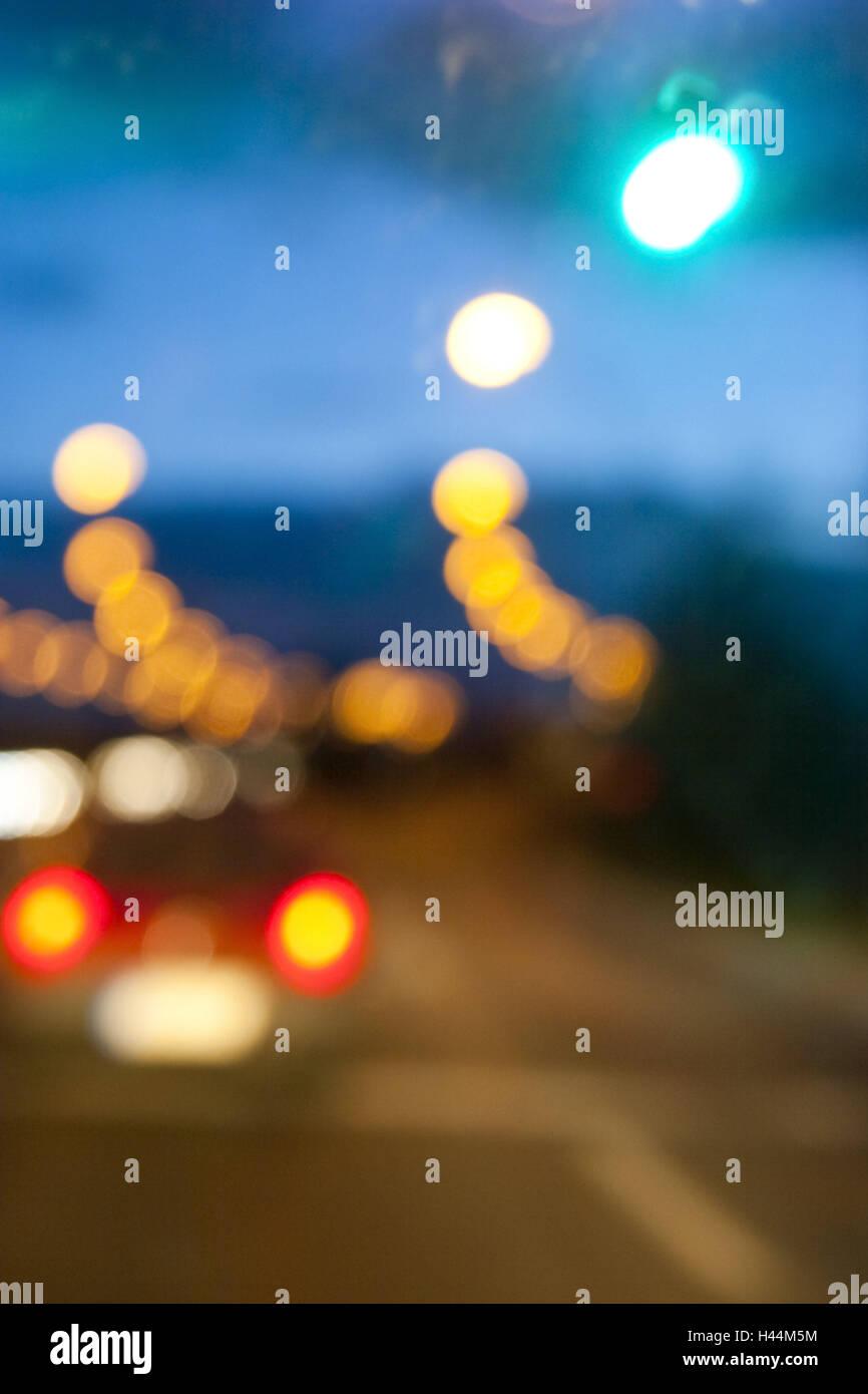 Straßenszene, Lichteffekte, Abend, Unschärfe, Stockbild