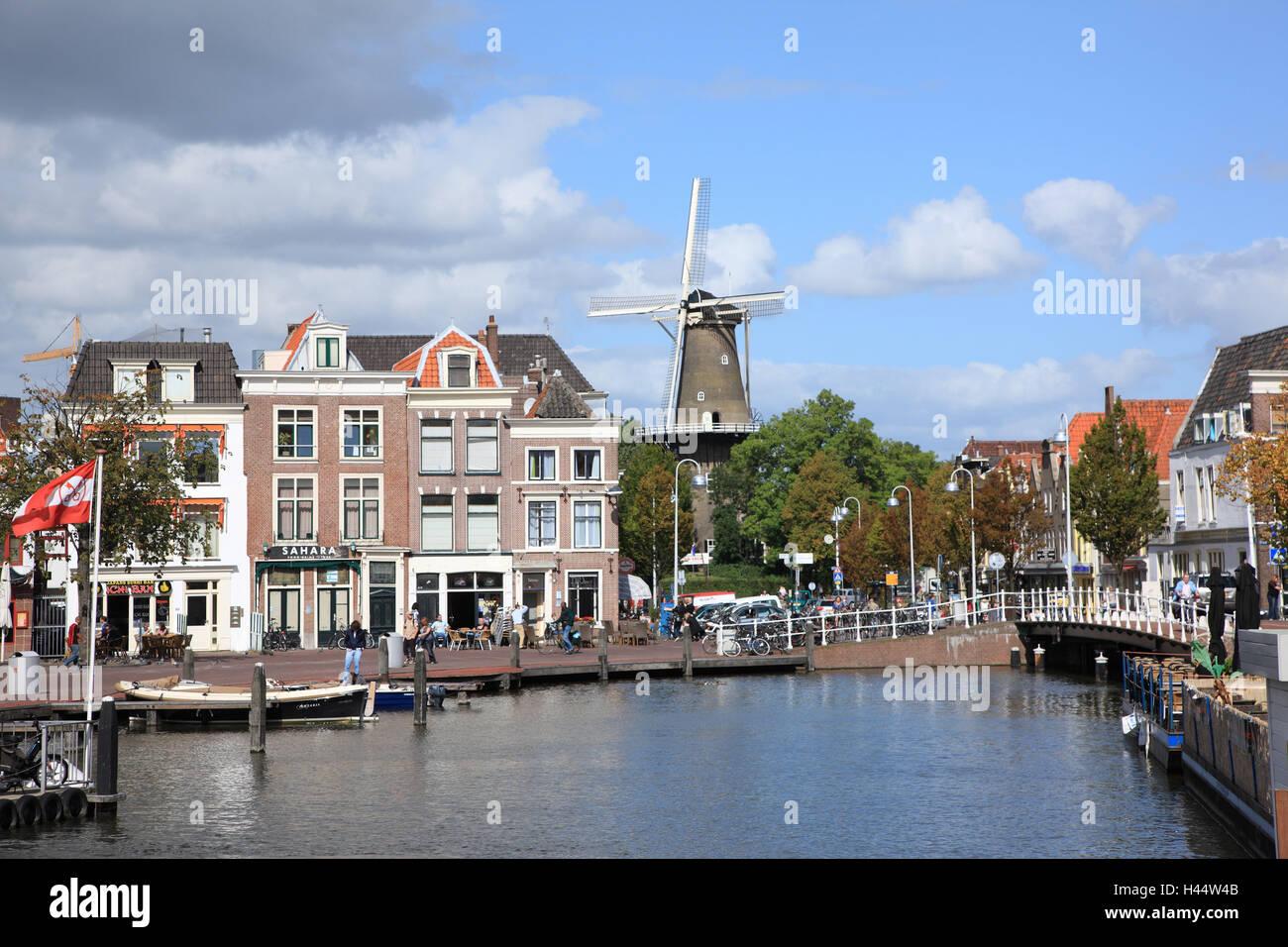 Den Niederlanden, Beschwerden, Blick auf die Stadt, Hafen, Stockbild