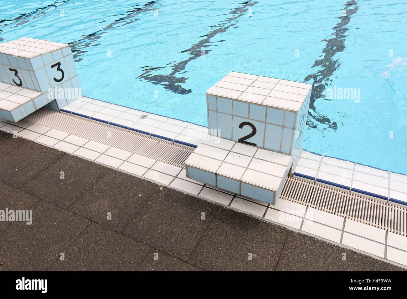 Outdoor Swimming Pool Starting Block Stockfotos & Outdoor ...