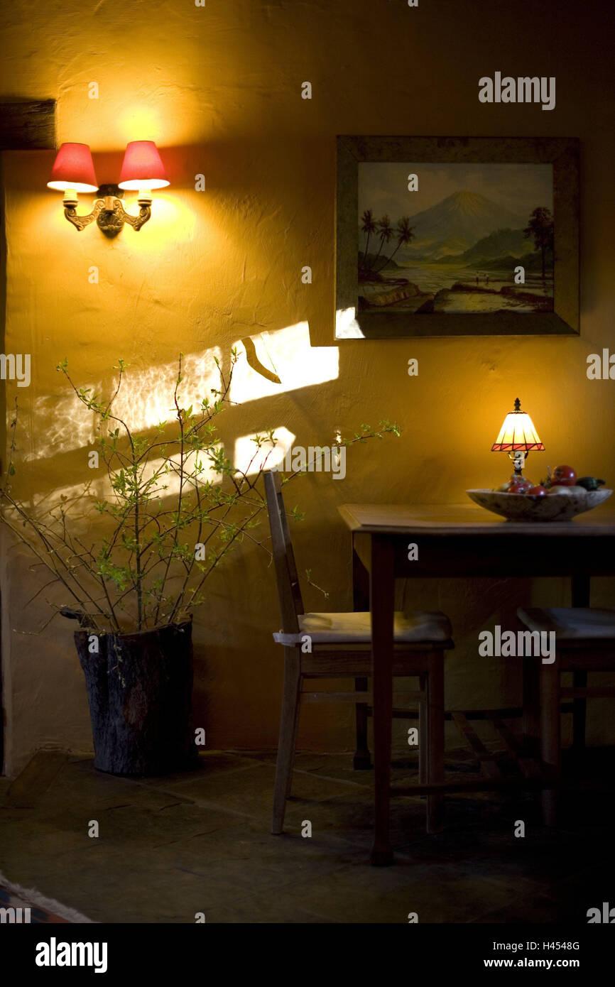 Belgien Wallonie Ardennen Durbuy Boarding House Tisch Stühle