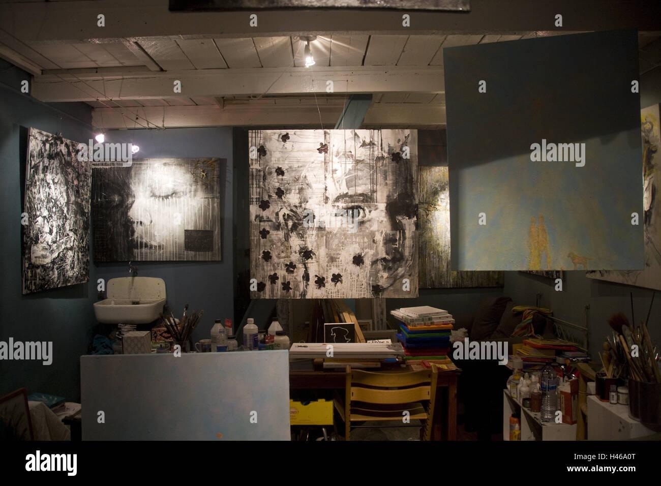 niederlande amsterdam jordaan studio holland bilder waschbecken brsten tisch stuhl farben atelier des malers kunst portraits malerei innen - Stuhlfarben