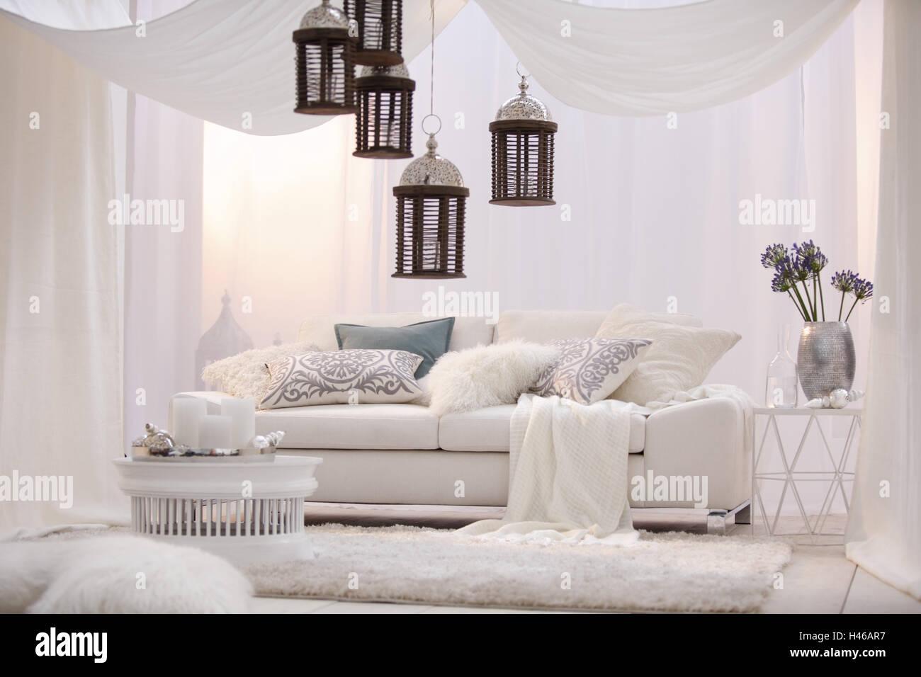 Couchtisch Kerzen Tablet Sofa Teppich Polster Laternen