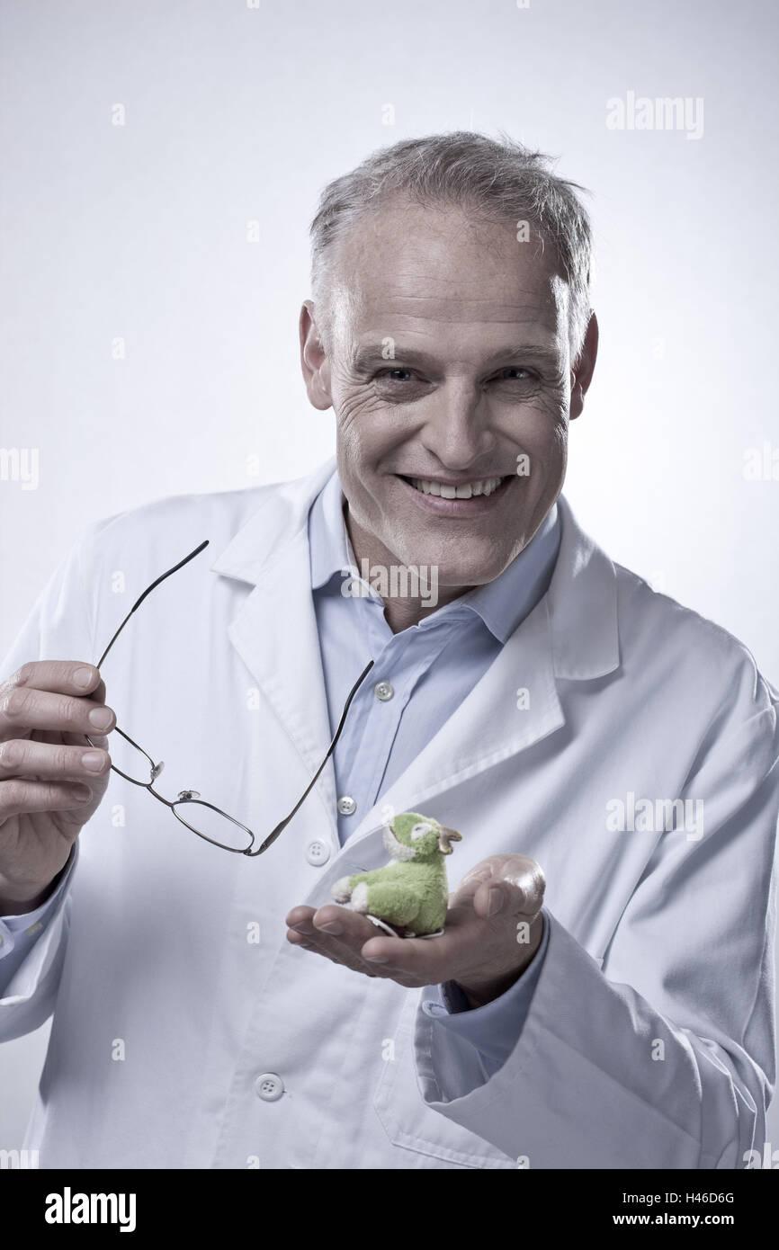 Kinderarzt mit Spielzeug, Lächeln, Porträt, Stockbild
