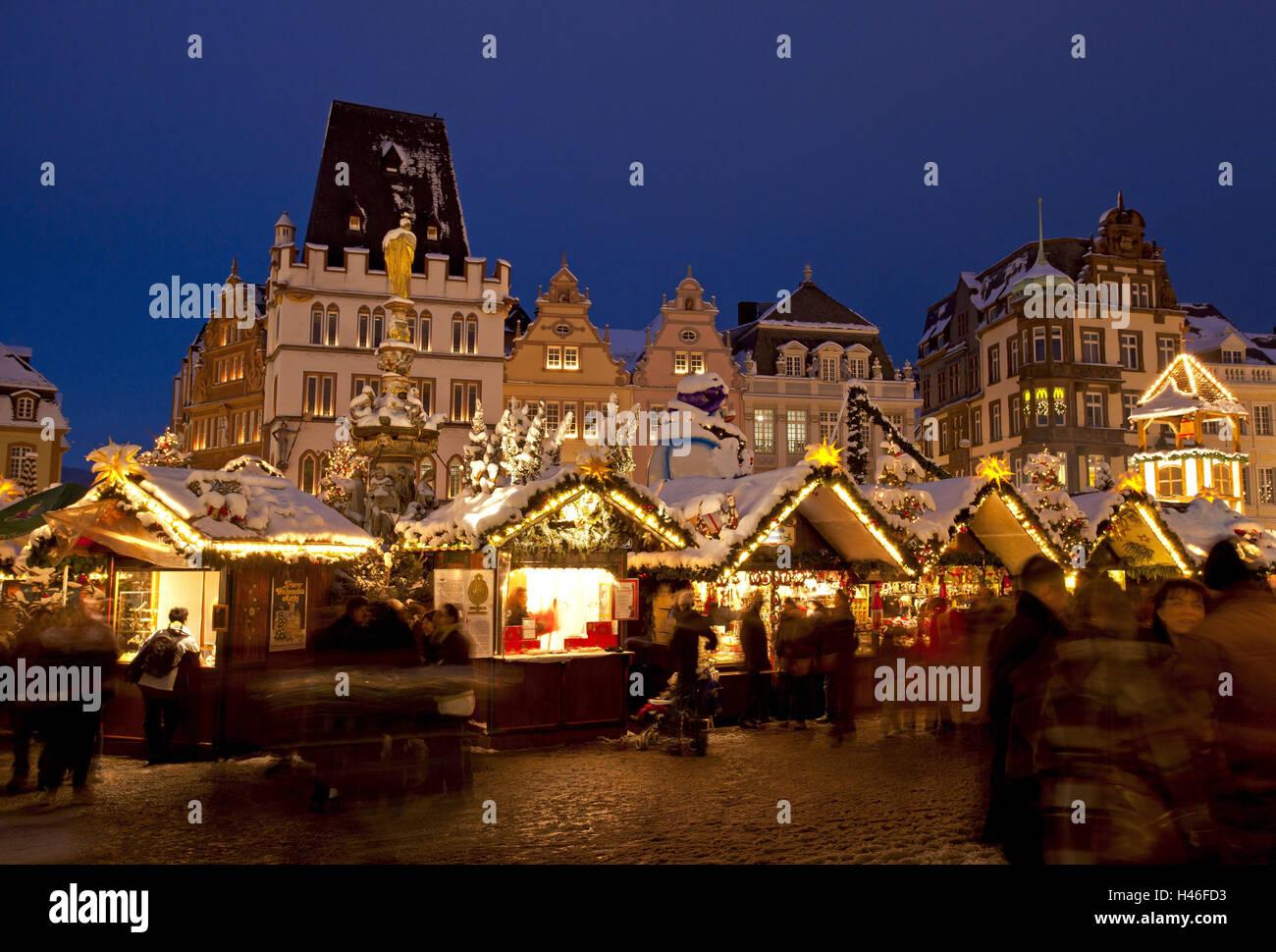 Weihnachtsmarkt In Trier.Deutschland Rheinland Pfalz Trier Weihnachtsmarkt Abend