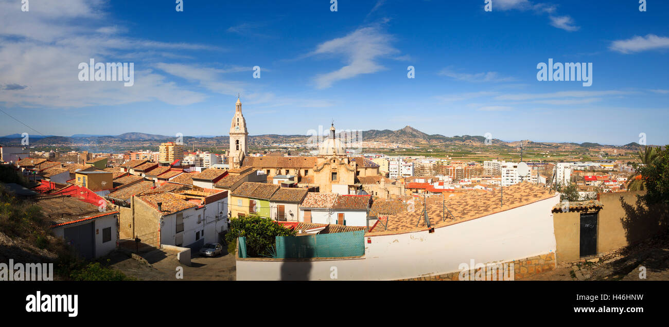 Extreme Panorama von Xativa von einem hohen Aussichtspunkt mit Blick auf die Stadt Stockbild