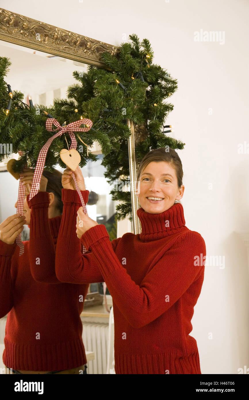 Weihnachten Frau Wohnflache Spiegel Dekorieren Frohlich