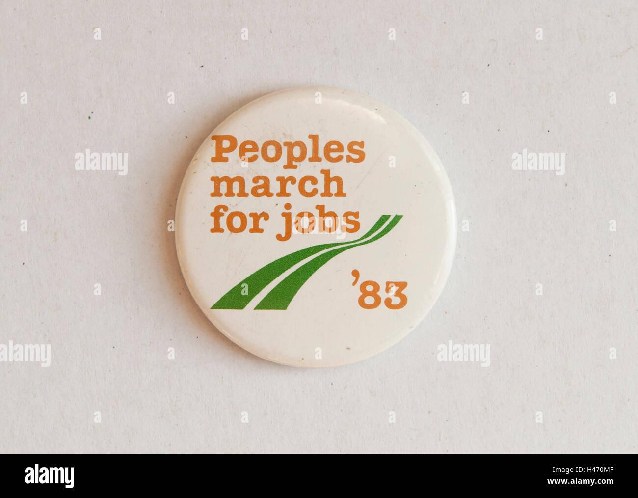 Völker benutzen März für Arbeitsplätze, Pin Abzeichen 1983 HOMER SYKES Stockbild