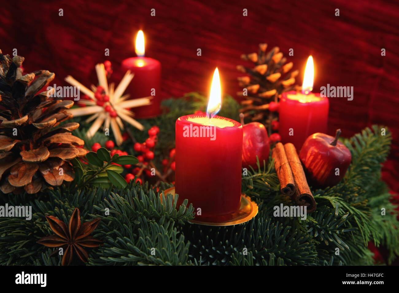 adventskranz drei brennende kerzen stockfoto bild. Black Bedroom Furniture Sets. Home Design Ideas