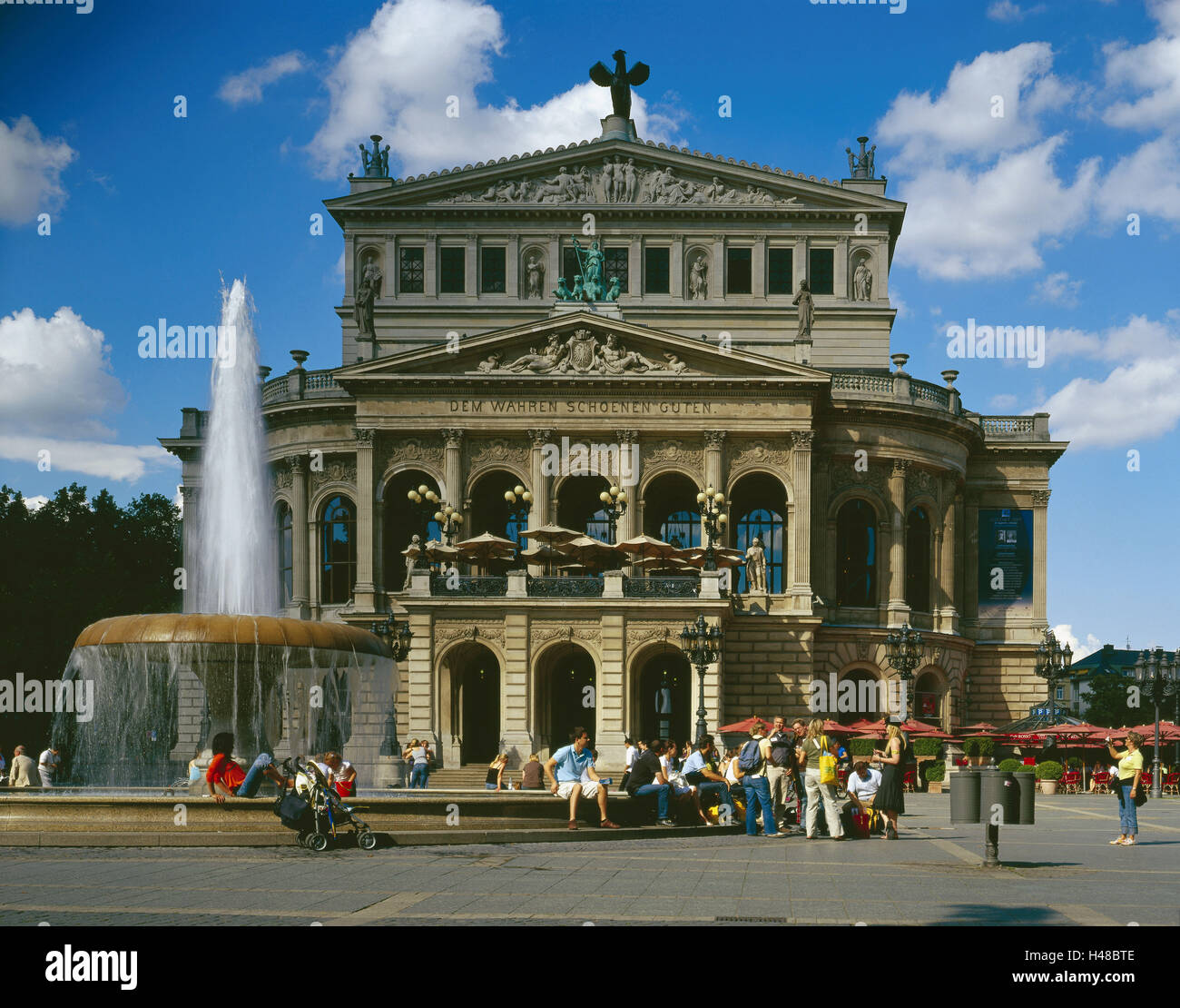deutschland hessen frankfurt am main alte oper brunnen tourist metropole opernhaus oper. Black Bedroom Furniture Sets. Home Design Ideas